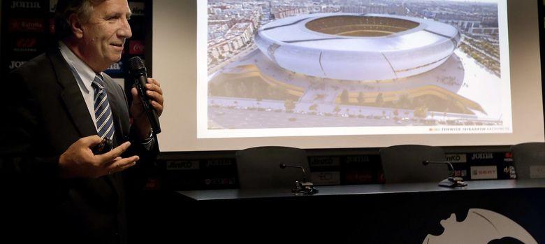 Foto: El arquitecto del proyecto original del Nuevo Mestalla, Mark Fenwick, durante la presentación
