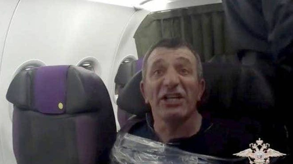 Horror a bordo: lo que hubo que hacer con un pasajero borracho que la lió en el avión