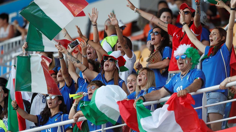 Foto: Seguidores italianos animan a su selección. Foto: EFE Guillau