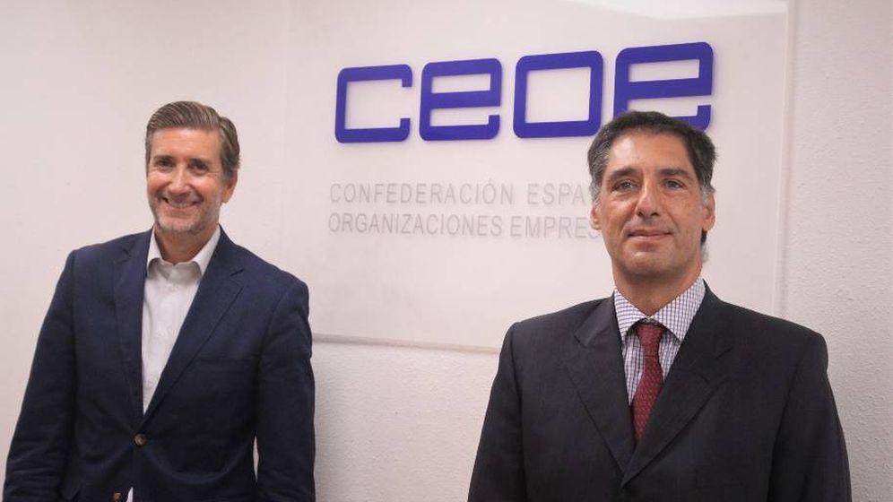 Foto: El director de Empresas y Organizaciones de CEOE, Javier Calderón, junto con el director ejecutivo del Grupo Neoelectra, Antonio Cortés.