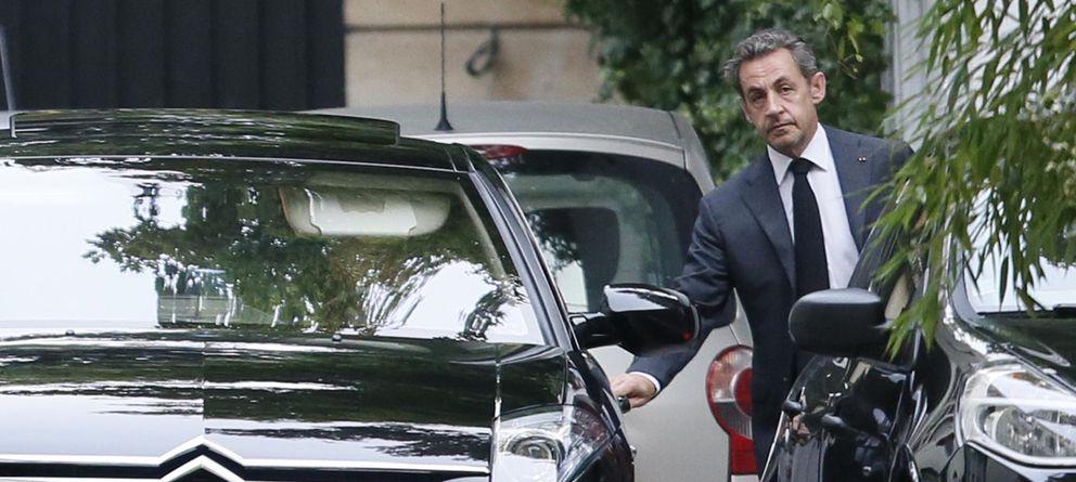 Foto: El expresidente francés Nicolas Sarkozy abandona su residencia en París el pasado 7 de septiembre (Reuters).
