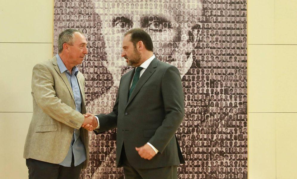 Foto: José Luis Ábalos y Joan Baldoví, portavoz de Compromís, este 17 de julio de 2019 en las dependencias del Grupo Socialista en el Congreso. (Inma Mesa | PSOE)