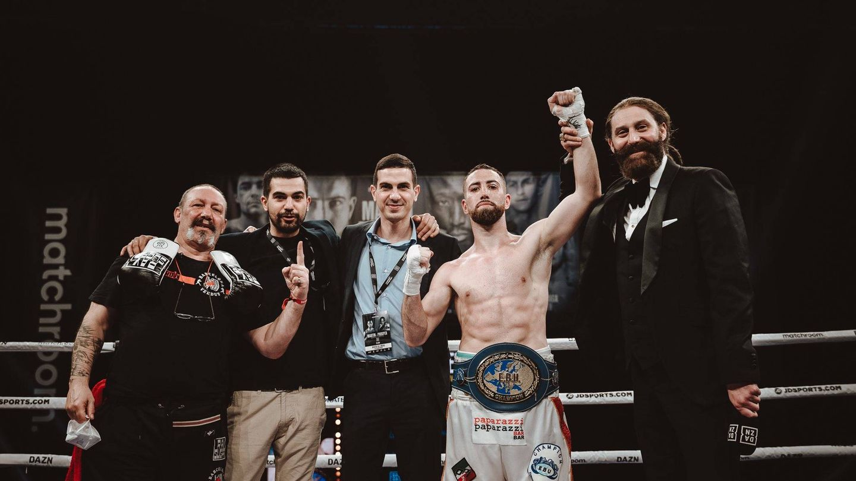 Sandor Martín celebra su pasado combate por el título europeo. (@SandorMartin)