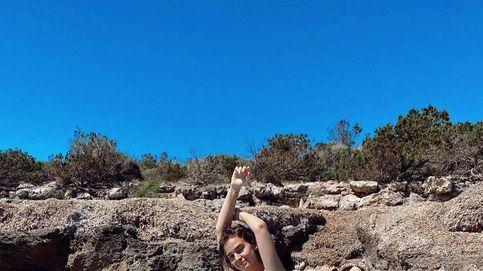 Laura Escanes luce su nuevo pecho con un bikini rebajado de Women'secret