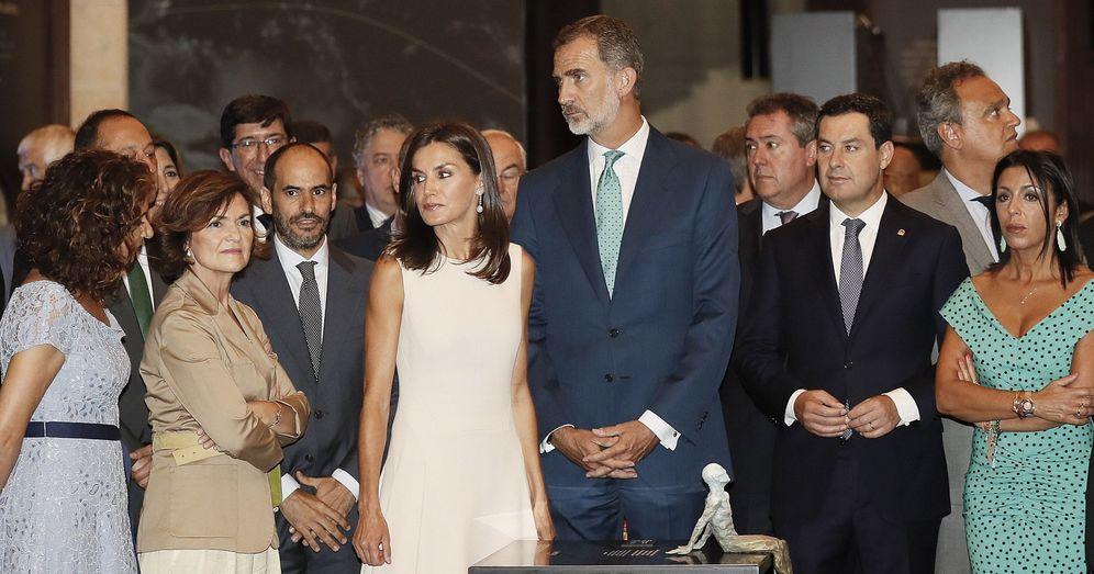 Foto: Los Reyes inauguran en Sevilla este jueves la exposición de Magallanes y Elcano, con Carmen Calvo, María Jesús Montero y Juanma Moreno. (EFE)