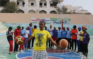 Las chicas del baloncesto contra Al Qaeda: 'Juega y perderás una mano'