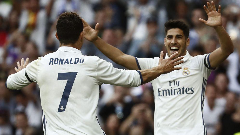 Foto: Cristiano Ronaldo y Marco Asensio celebran un gol con el Real Madrid. (EFE)