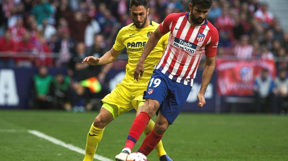 Foto: Diego Costa, defendido por Víctor Ruiz durante el partido entre Villarreal y Atlético del cuso pasado. (EFE)