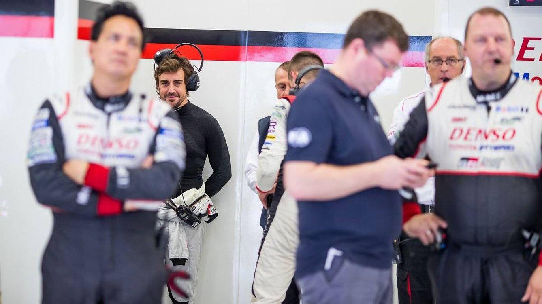 Alonso prueba el Toyota de Le Mans con perfil bajo por la sombra de Honda