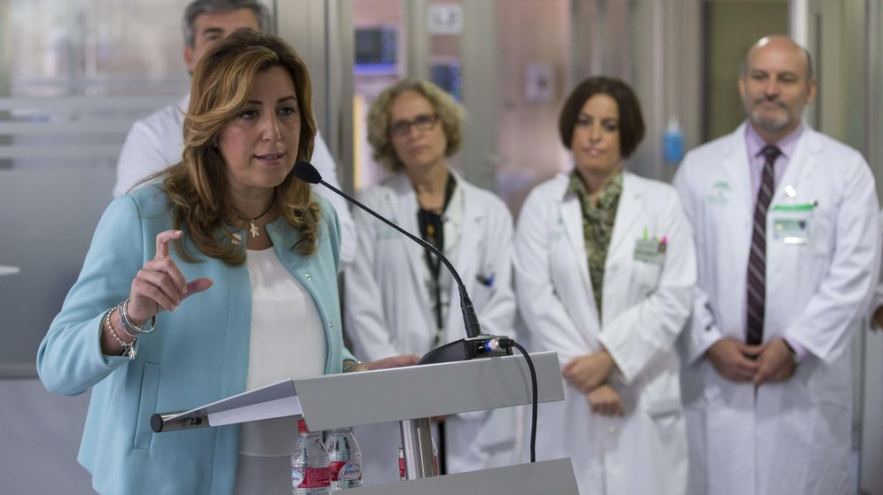 Foto:  La presidenta de la Junta, Susana Díaz (i), durante la inauguración de la UCI pediátrica del Hospital Virgen del Rocío en 2015. (EFE)