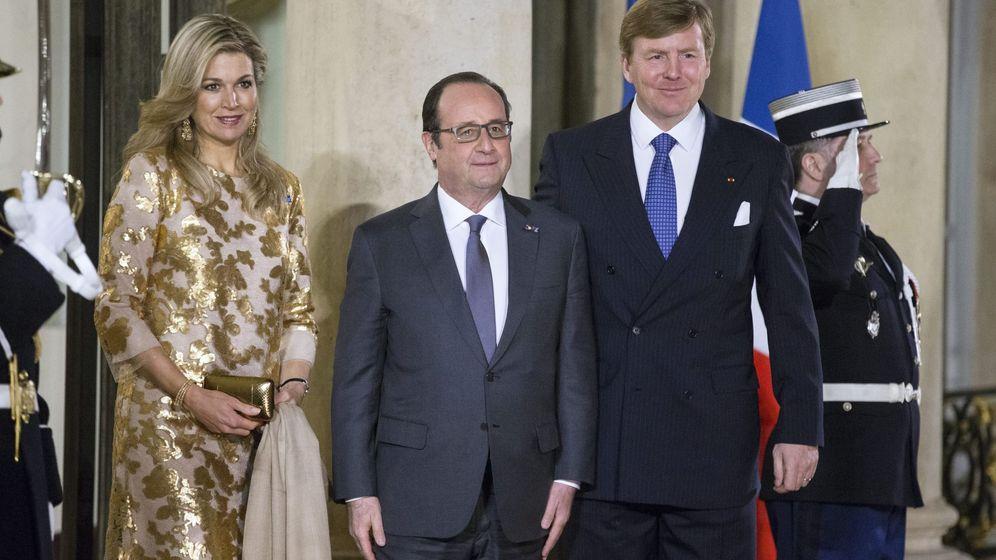 Foto: Los reyes de Holanda junto al presidente Hollande (Efe)