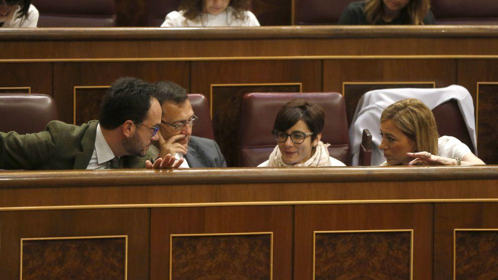Sánchez, Díaz y López suspenden sus actos tras la muerte de Chacón