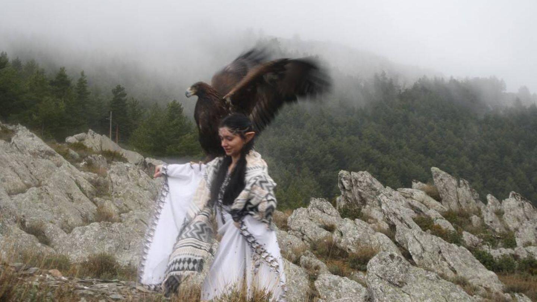 Olivares cedió un águila para rodar un corto de 'El Camino del Anillo'.