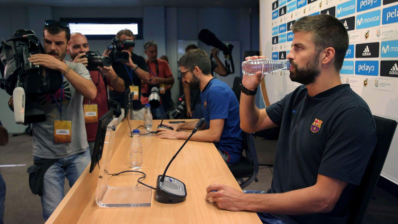 Foto: Piqué, antes de una rueda de prensa. (EFE)