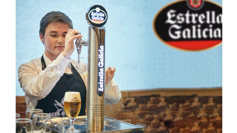 Foto: Miguel Pampín durante el Campeonato Nacional Estrella Galicia de Tiraje de Cerveza en la última edición de Salón Gourmets.