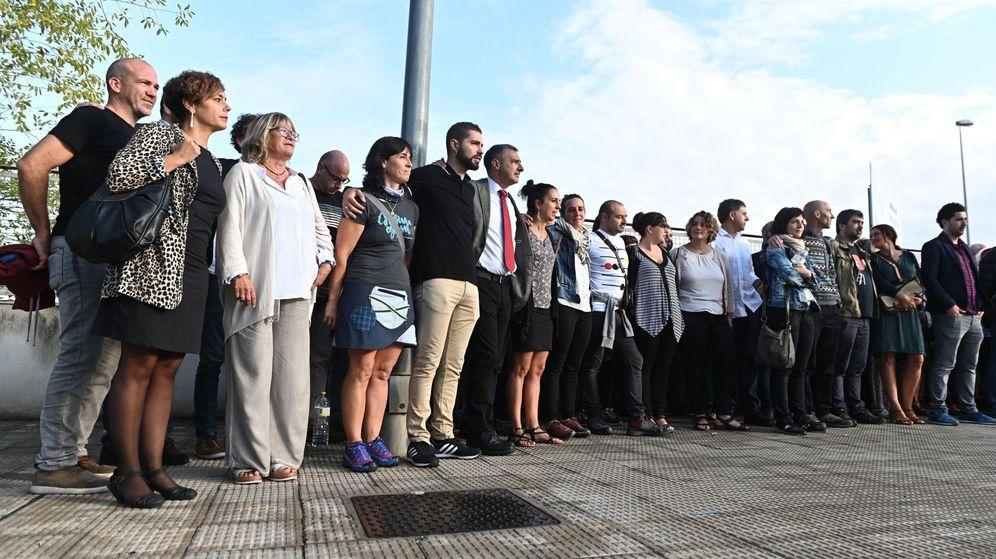 Foto: Concentración frente a la Audiencia Nacional por el juicio a los 47 acusados de integrar el frente de cárceles de ETA. (EFE)