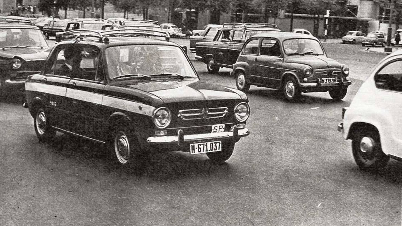 Microtaxi Seat 850 circulando en 1969 por Madrid. (Joaquim Moreira)