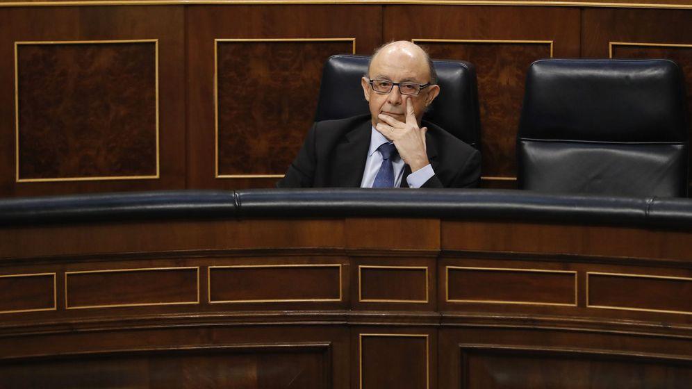 Foto: En España se han investigado 209 sociedades de los Papeles de Panamá. En la foto, Cristobal Montoro, Ministro de Hacienda, en el Congreso.
