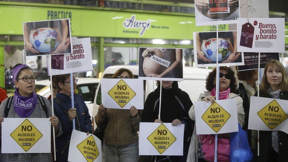 Foto: Protesta contra una feria de gestación subrogada. (EFE)