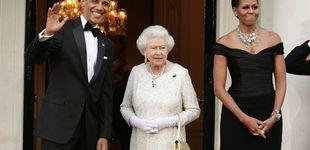 Post de Cómo la jefa de protocolo de Obama aprendió a no tocar el bolso de la reina