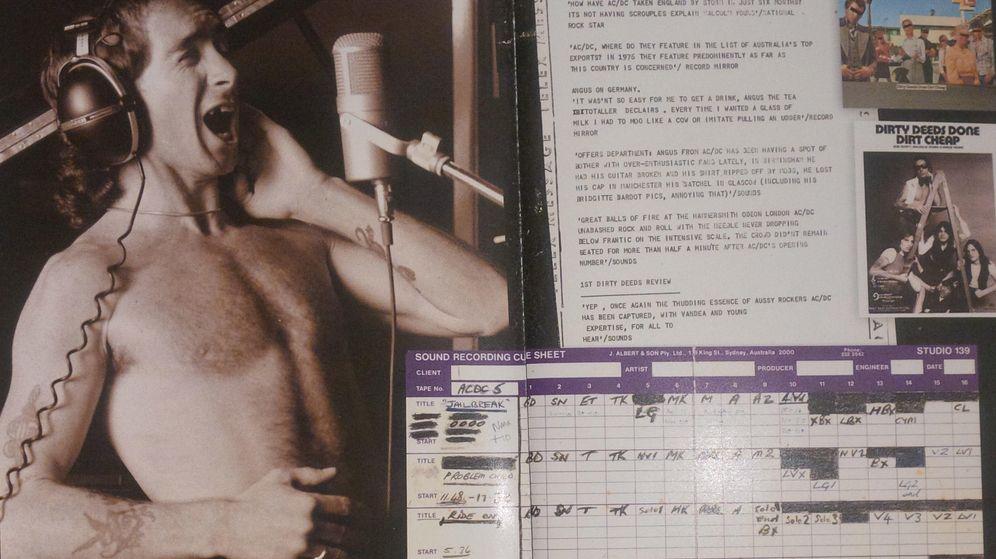 Foto: Imagen de Bon Scott dentro del libreto del Backtracks de AC/DC.