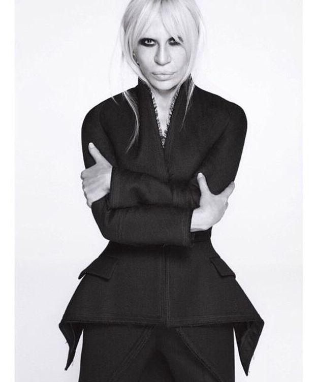 Foto: Donatella Versace posa con un modelo de la colección otoño-invierno de Givenchy (Instagram)