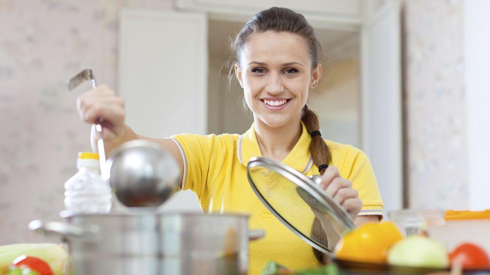 Foto: Acompañando las comidas y cenas de hasta cuatro tazas del caldo Fat Flush, eliminarás las grasas y saciarás tu apetito. (iStock)
