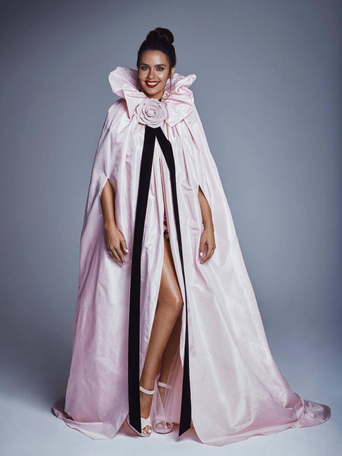 Cristina Pedroche con la capa. (Tot-Hom)