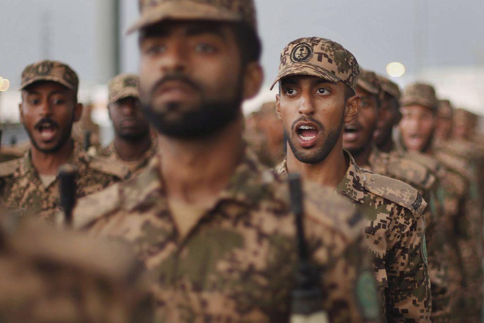 Foto: Miembros de las fuerzas de seguridad de Arabia Saudí participan en un desfile militar en La Meca, el 9 de octubre de 2013. (Reuters)