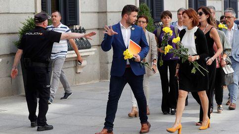 Las flores de ERC, sonrisas en Podemos y la familia de Sánchez en el Congreso