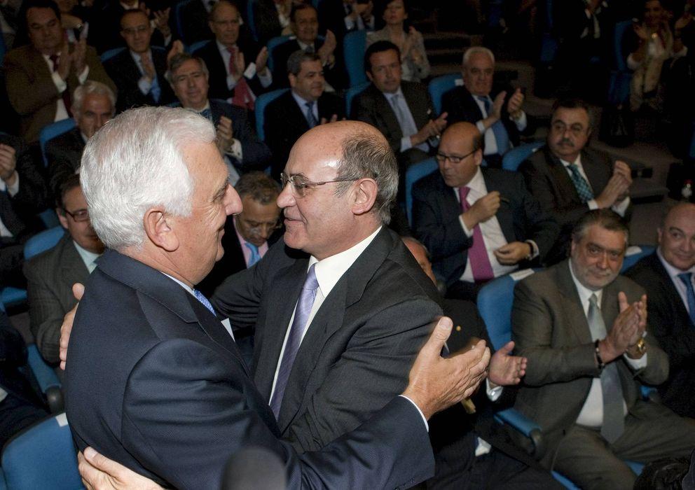 Foto: fotografía de archivo de Santiago Herrero (i) y el expresidente de la CEOE, Gerardo Díaz Ferrán. (EFE)