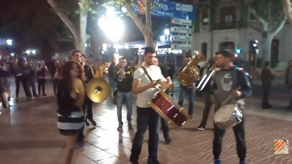 El himno del PP, a ritmo de marcha fúnebre para despedir a Rus de Xátiva