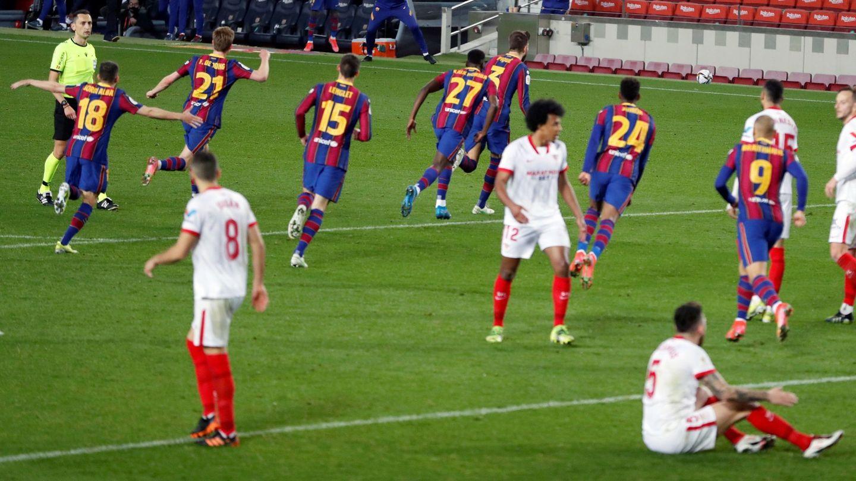 Los jugadores culés celebran el pase a la final de la Copa del Rey. (Reuters)