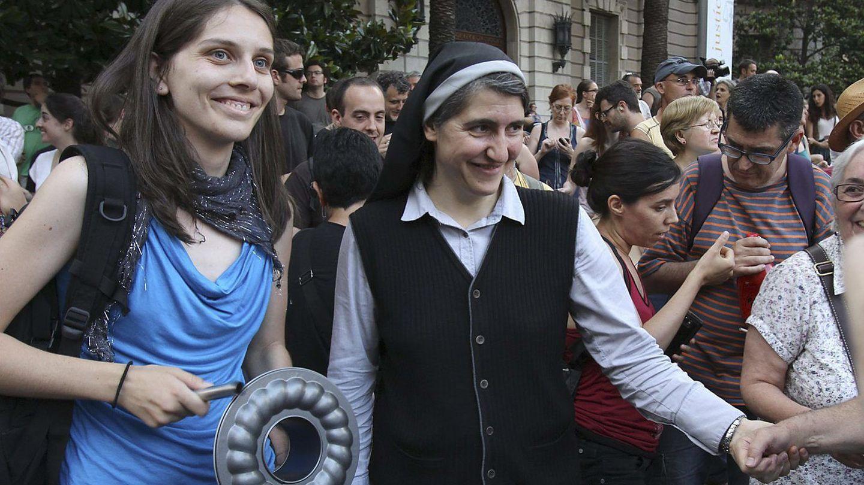 La monja Teresa Forcades, que aboga por abrir un proceso constituyente, en una manifestación. (EFE)