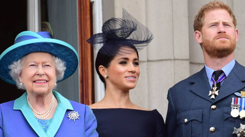 Isabel II junto a Meghan y Harry. (Reuters)