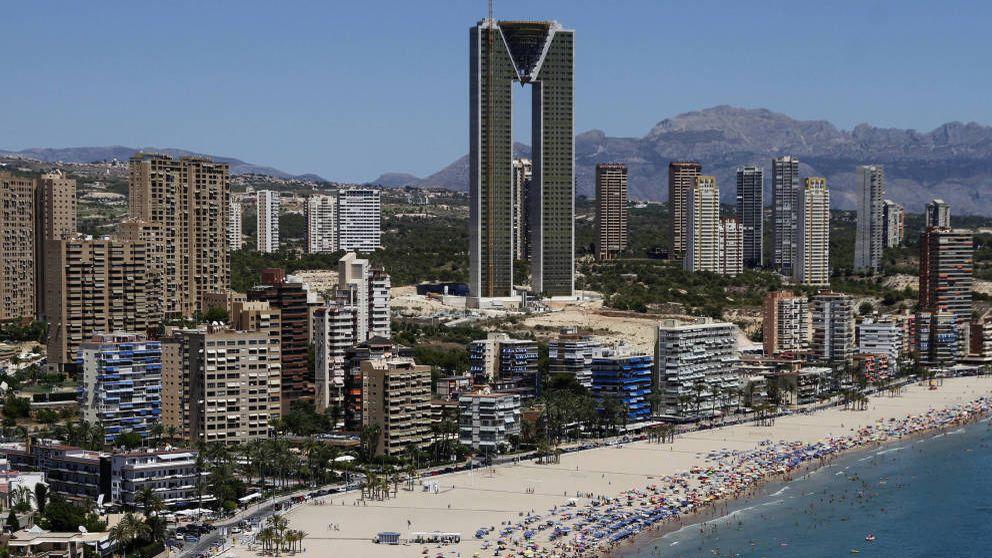 Un juez suspende la adjudicación a Sareb del rascacielos de Benidorm