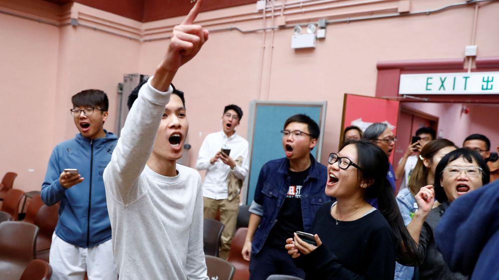 Foto: Partidarios del bloque demócrata celebrando los resultados. (Reuters)