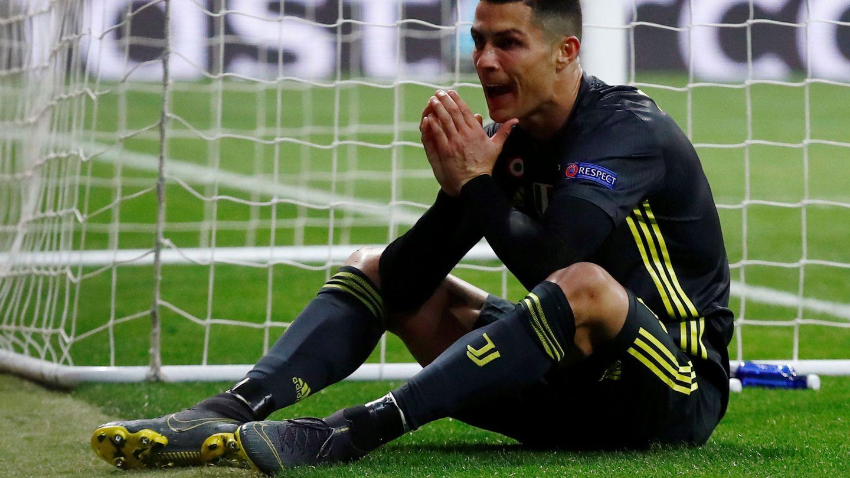 Cristiano Ronaldo se lamenta tras perder una ocasión de gol. (EFE)