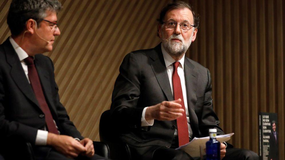 Foto: Mariano Rajoy y Álvaro Nadal, en la presentación de su libro. (EFE)