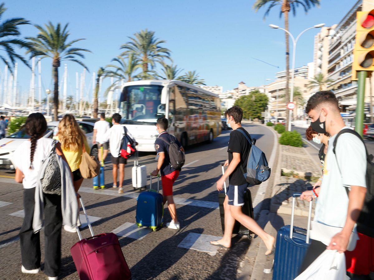 Foto: Estudiantes, en Palma de Mallorca. (Reuters)