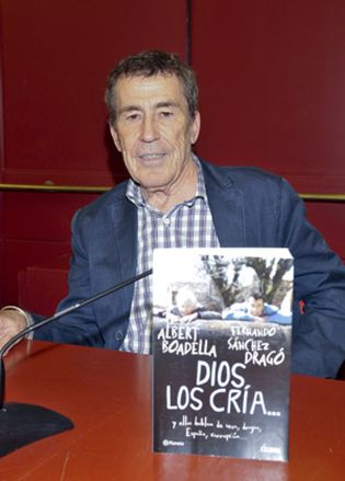 Foto: Las 'lolitas japonesas' dejan a Sánchez Dragó sin la calle que tenía en Estepona