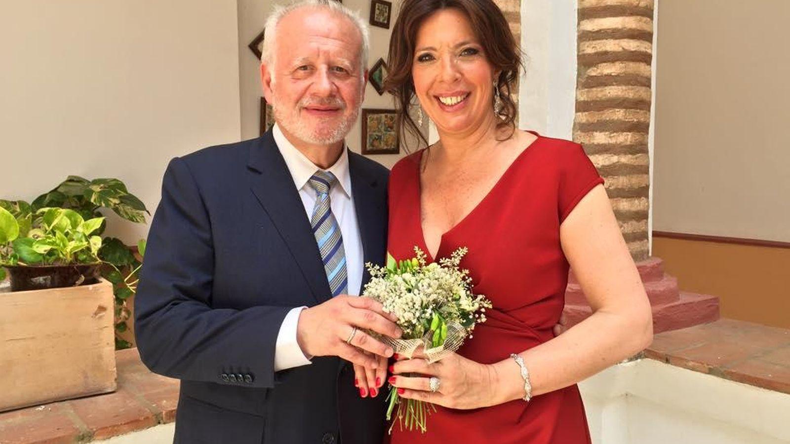 Foto: Juan Echanove y su flamante esposa (Facebook)