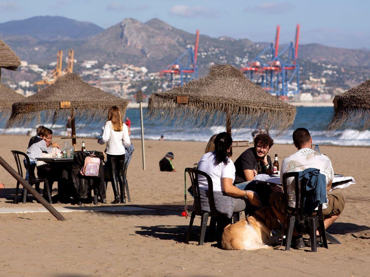 Foto: El turismo de playa vuelve a tirar del empleo. (EFE)