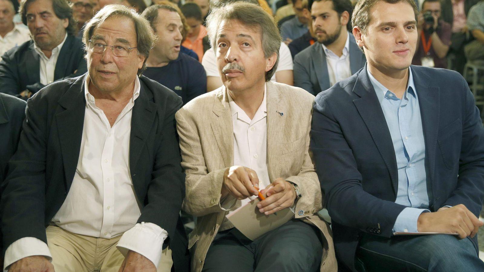 Foto: Francesc de Carreras (i), inspirador de Ciudadanos, se encuentra entre los señalados por la 'lista negra'. (EFE)