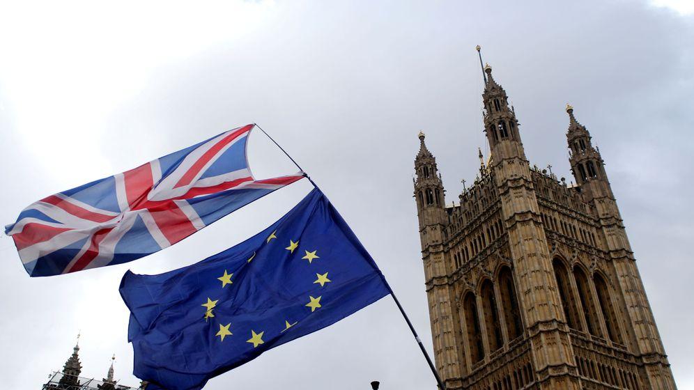 Foto: Las banderas de Reino Unido y la Unión Europea en Londres. (Reuters)