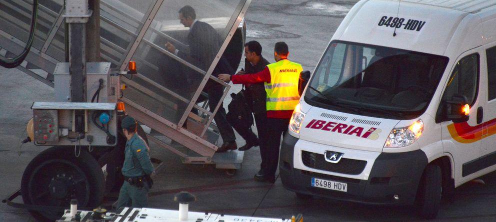 Foto: Urdangarin, tratado como un 'royal' en el aeropuerto de Barcelona