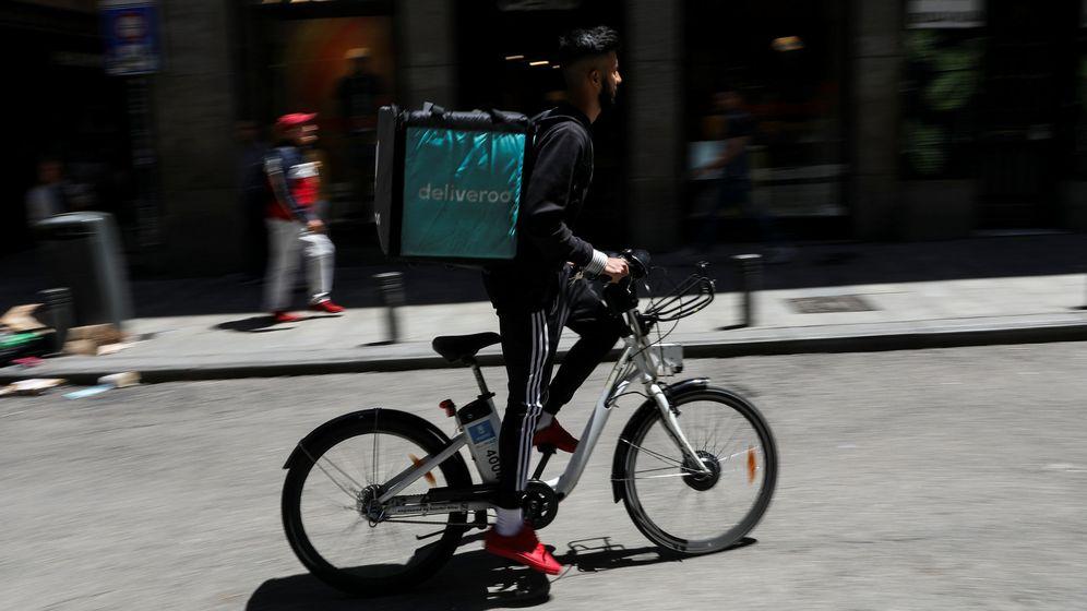 Foto: Un rider de Deliveroo en Madrid (España). (Reuters)