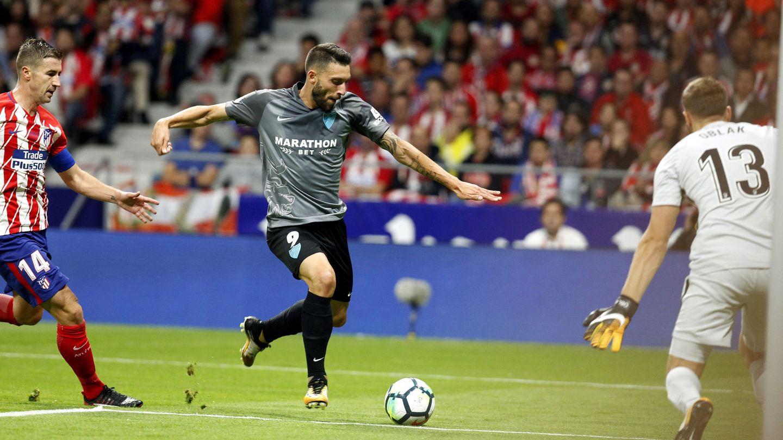 Borja Bastón estuvo a punto de adelantar al Málaga en la primera parte. (EFE)