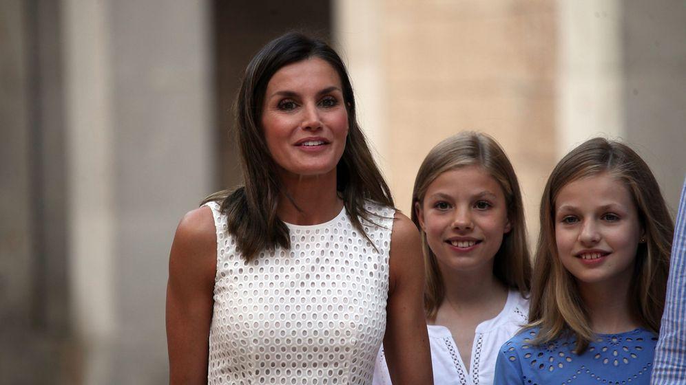 Foto: La Reina y sus hijas en una fotografía de archivo.(CORDON)