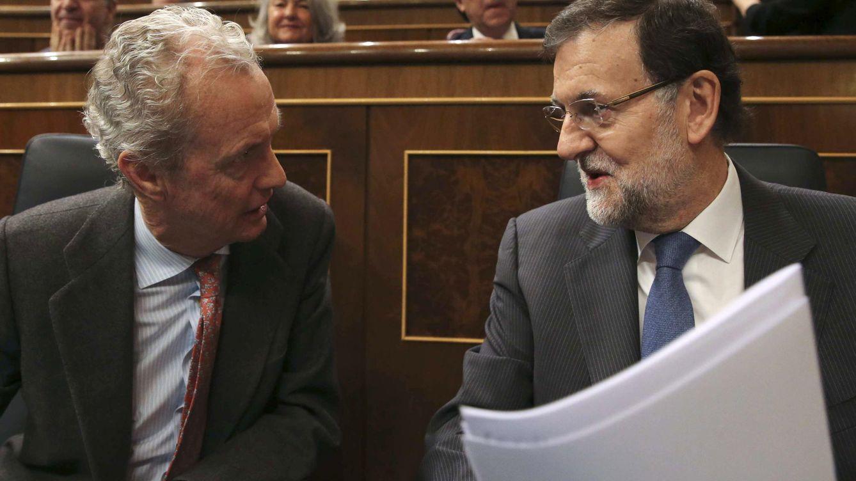 Foto: El ministro de Defensa, Pedro Morenés, y el presidente del Gobierno, Mariano Rajoy, durante una sesión de control en el Congreso.